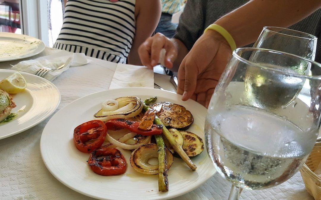Un picoteo típico y rico en Tasca Manduca, un buen restaurante en playa de Gandia