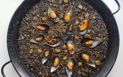 Paella negra con tinta de sepia
